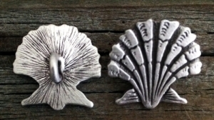 Seashell | Scallop Shank Button 7/8 Inch (22 mm)