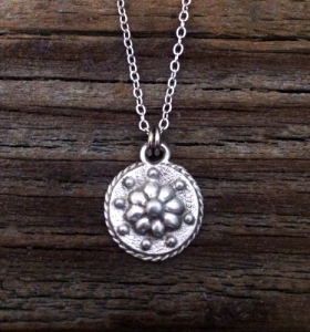 Renaissance Daisy Necklace
